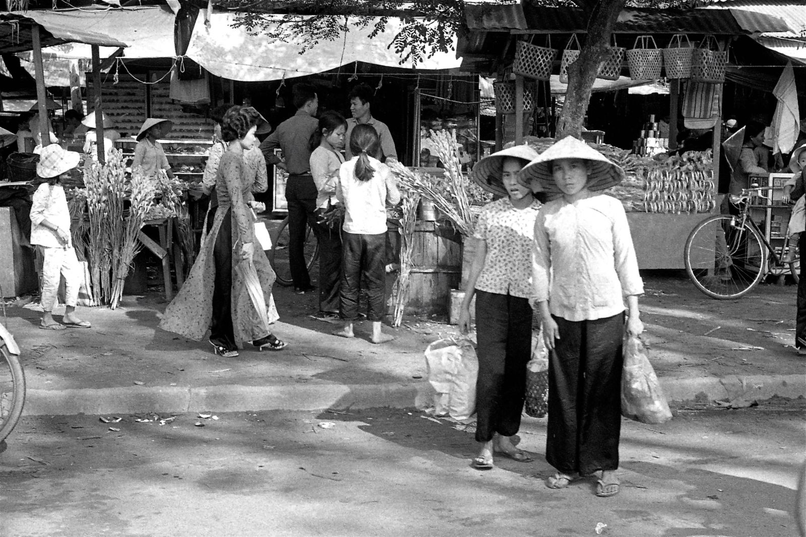Saigon, roadside marketplace